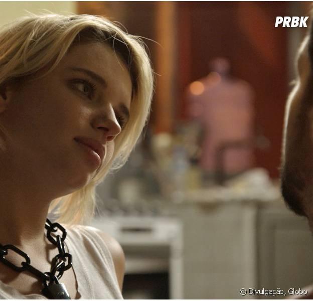 """Em """"A Regra do Jogo"""": Belisa (Bruna Linzmeyer) e Juliano (Cauã Reymond) brigam após pedido de namoro"""