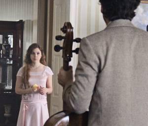 """Em """"Ligações Perigosas"""", Cecília (Alice Wegmann) começa a história de um jeito mais tímido"""