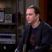 "Em ""The Big Bang Theory"": na 9ª temporada, Sheldon (Jim Parsons) pede desculpas em novo trailer!"