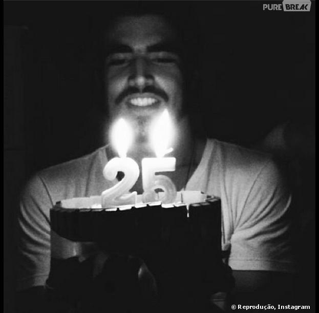 Caio Castro comemora seu aniversário de 25 anos nesta quarta-feira, 22