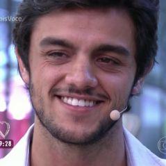 """Felipe Simas, de """"Totalmente Demais"""", chora no """"Mais Você"""" ao receber homenagens de elenco e família"""