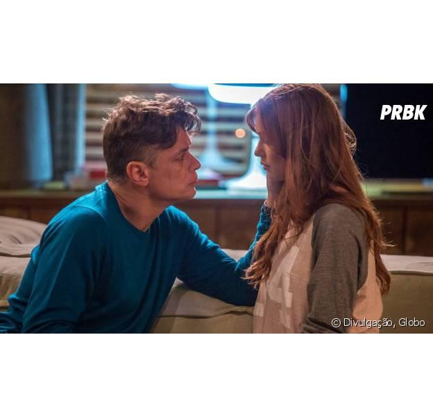 """Em """"Totalmente Demais"""": Eliza (Marina Ruy Barbosa) e Arthur (Fábio Assunção) se beijam na frente de Jonatas (Felipe Simas) e Carolina (Juliana Paes)"""