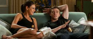 """De """"Amizade Colorida"""" a """"Nunca Fui Beijada"""": confira as 20 melhores comédias românticas da Netflix!"""
