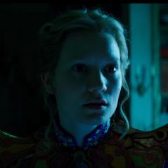 """De """"Alice Através do Espelho"""": novo trailer é divulgado e dá destaque ainda maior à protagonista!"""
