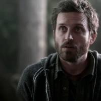 """Em """"Supernatural"""": na 11ª temporada, profeta Chuck (Rob Benedict) volta à série e pode ser Deus!"""