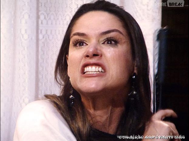 """Leila (Fernanda Machado) se desespera ao ler o livro de Thales (Ricardo Tozzi) em """"Amor à Vida""""!"""