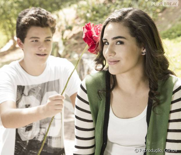 """Em """"Malhação"""", Artur (Gabriel Kaufmann) e Júlia (Lívian Aragão) formam um casal divertido e muito querido pelo público"""