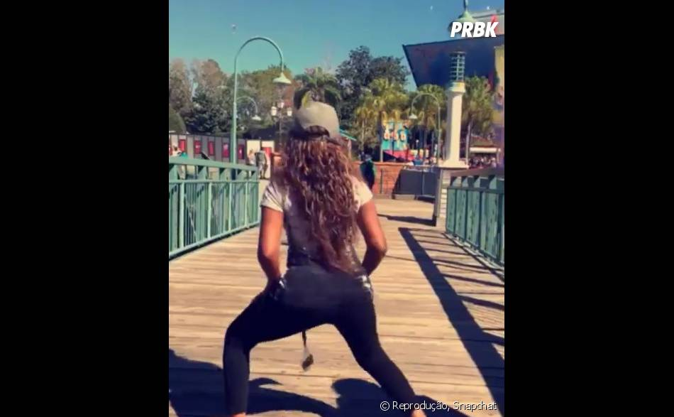 Ludmilla já tratou de apresentar o seu rebolado para Disney World