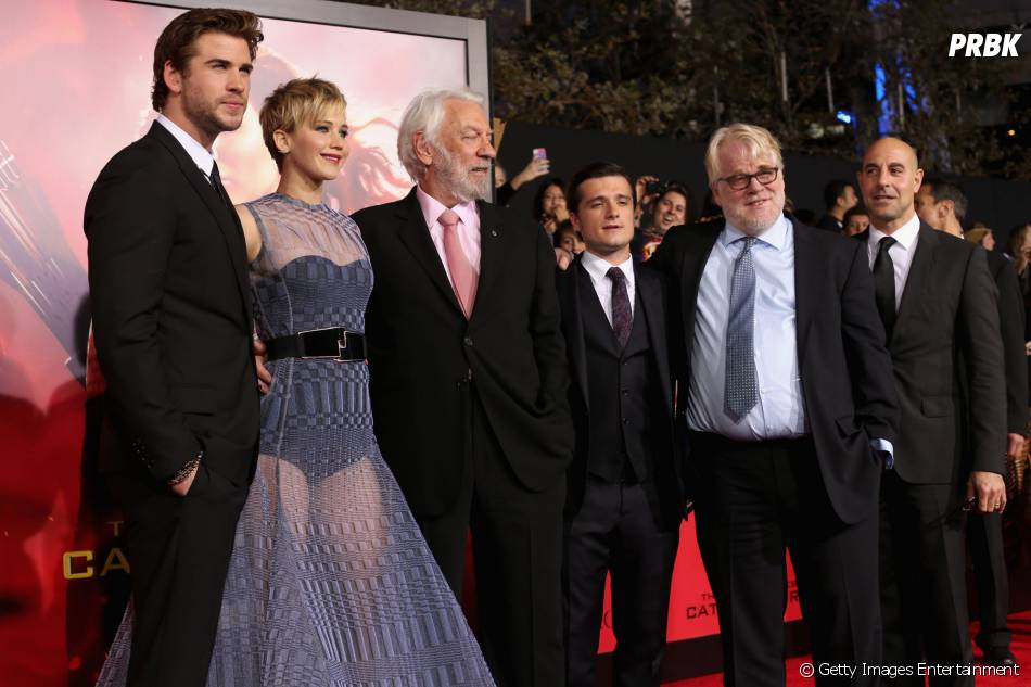 """Philip Seymour Hoffman com o elenco da saga """"Jogos Vorazes"""""""