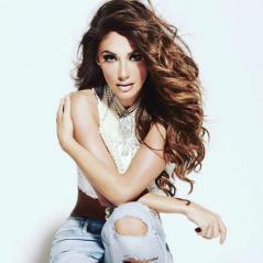 """Anahi surge sexy e super sarada em foto de bastidores do clipe """"Eres"""" e enlouquece fãs no Instagram"""