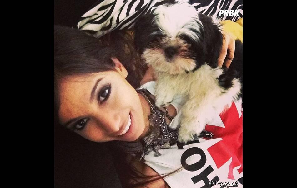 Anitta adora compartilhar fotos com Alfredo, o seu guarda-costas. Muito lindo, né?!