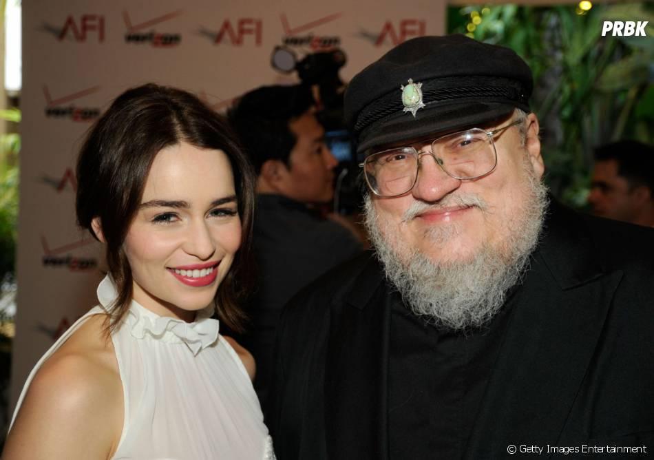 A poderosa Emilia Clarke e o autor George R.R. Martin no 12th Annual AFI Awards (2012) em Los Angeles