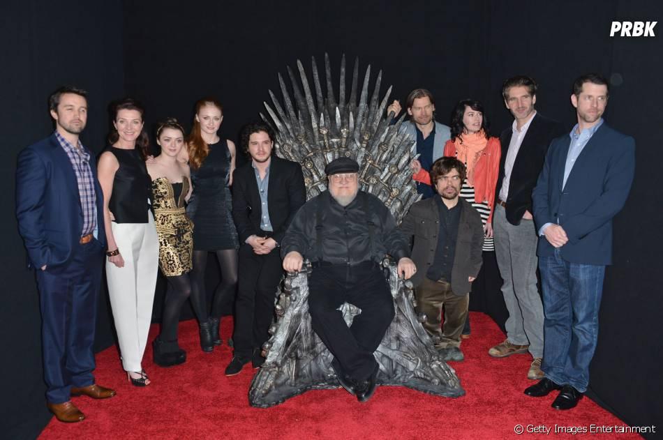 """O autor George R. R. Martin e o elenco de """"Game of Thrones"""""""