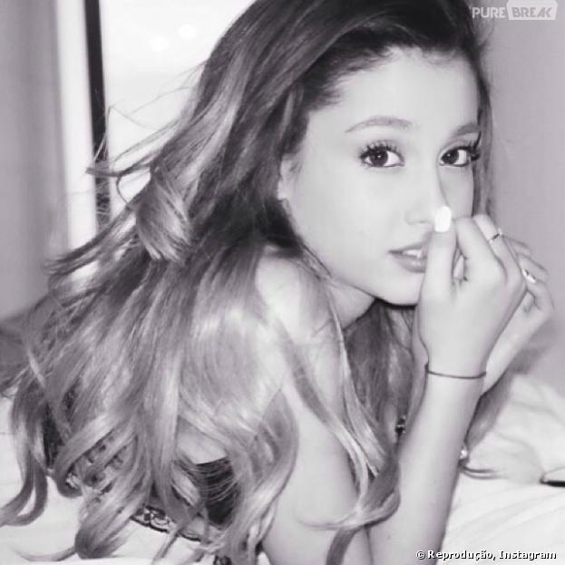 Ariana Grande atualiza os fãs em suas redes sociais