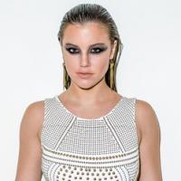"""Alice Wegmann fala sobre moda e elogia Bruna Marquezine: """"Tão engraçada"""""""