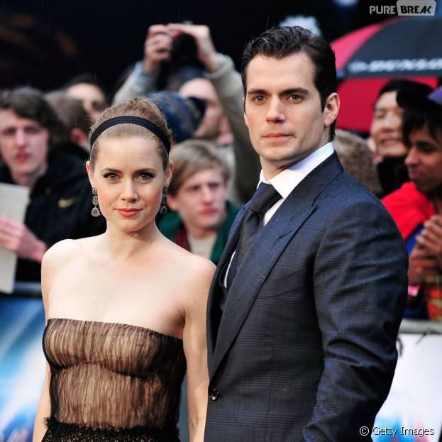 "Henry Cavill e Amy Adams repercutem críticas negativas a ""Batman Vs Superman"""