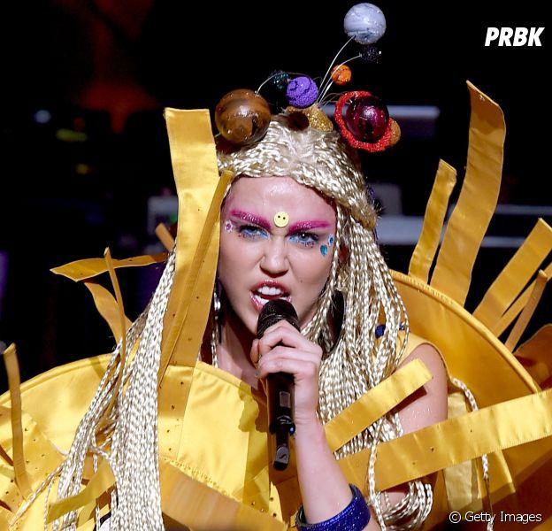 Veja qual single da Miley Cyrus combina com o seu signo!