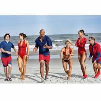 """Zac Efron, Dwayne Johnson, Alexandra Daddario e mais aparecem em nova foto do filme """"S.O.S. Malibu"""""""