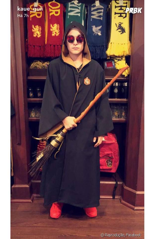 MC Gui se veste de Harry Potter e publica foto no Facebook