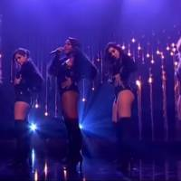 "Fifth Harmony arrasa no programa ""Alan Carr: Chatty Man"" com performance sexy de ""Work From Home"""