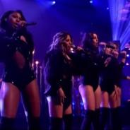 "Fifth Harmony arrasa no programa ""Alan Carr: Chatty Man"" com performance sexy de ""Work From Home"""
