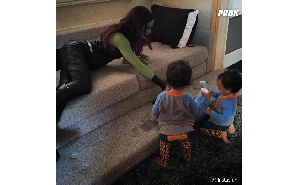 """Até a família de Zoe Saldana, de """"Guardiões da Galáxia Vol. 2"""", já entrou nessa brincadeira!"""