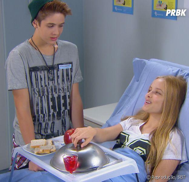 """Em """"Cúmplices de um Resgate"""", Manuela (Larissa Manoela) e Joaquim (João Guilherme Ávila) precisam se afastar para que Priscila (Giovanna Chaves) fique mais feliz!"""