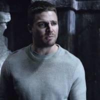 """Em """"Arrow"""": na 4ª temporada, Oliver (Stephen Amell) evolui nos flashbacks, segundo produtor"""