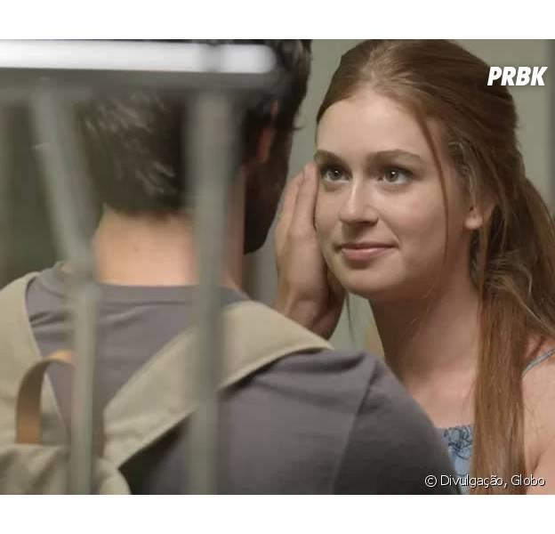 """Em """"Totalmente Demais"""", Eliza (Marina Ruy Barbosa) seduz Jonatas (Felipe Simas) com striptease!"""