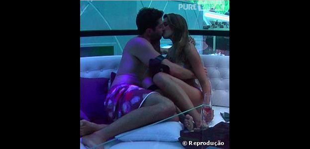 """Marcelo e Angela sem beijam na tarde de quarta-feira (26) no """"BBB14"""""""