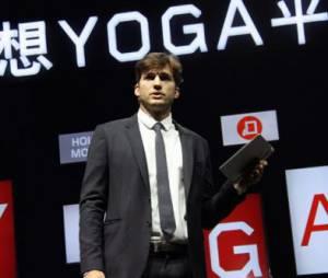 """O ator Ashton Kutcher foi contratado em 2013 pela empresa """"Lenovo""""."""