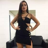 """Anitta protege fã de segurança em show e público vai à loucura em performance de """"Bang"""""""