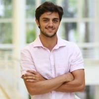 """Após """"Totalmente Demais"""", Felipe Simas renova contrato com a Globo!"""