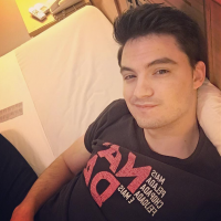 """Felipe Neto faz tatuagem em homenagem aos fãs: """"Por tudo que já passamos juntos"""""""