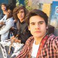 """Nicolas Prattes junto com o elenco de """"Malhação"""", com quem forma sua banda na novela"""