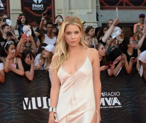 "No MuchMusic Awards 2016, Ashley Benson, de ""Pretty Little Liars"", posa no tapete vermelho"