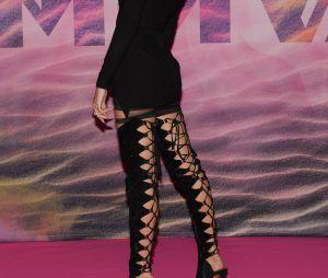 Hailey Baldwin trocou de roupa e surgiu sexy no MuchMusic Awards 2016