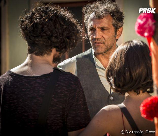 """Novela """"Velho Chico"""": Miguel (Gabriel Leone) pede para morar com Santo (Domingos Montagner) após brigar com Afrânio (Antonio Fagundes)"""