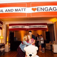Ed Sheeran comemora 1 ano de namoro em festa com Taylor Swift e Tom Hiddleston