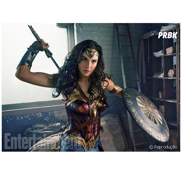 """Diana (Gal Gadot) é a princesa das Amazonas, que foi treinada para ser uma guerreira em """"Mulher Maravilha"""""""