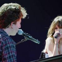 """Selena Gomez e Charlie Puth em """"We Don't Talk Anymore"""": clipe ao vivo é divulgado no Youtube!"""