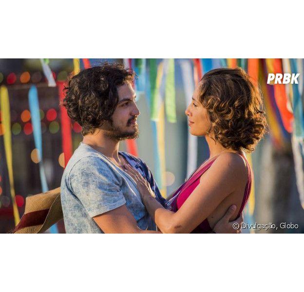 """Em """"Velho Chico"""", Miguel (Gabriel Leone) diz a Tereza (Camila Pitanga) que gosta de Olívia (Giullia Buscacio)"""