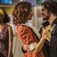 """Em """"Velho Chico"""": Miguel (Gabriel Leone) assume que gosta de Olívia (Giullia Buscacio) em conversa com Tereza (Camila Pitanga)"""