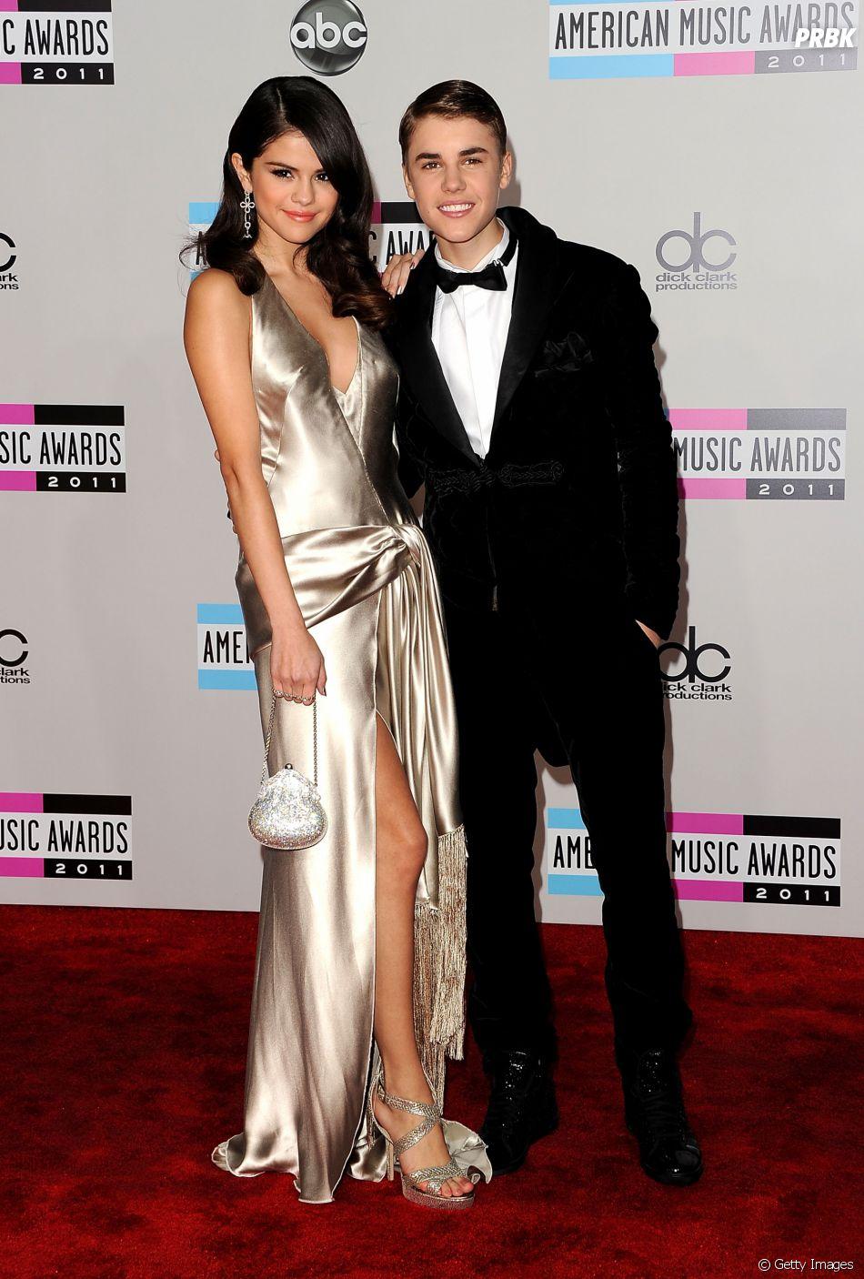 Selena Gomez e Justin Bieber apareciam sempre em alto estilo, bombando nas premiações!