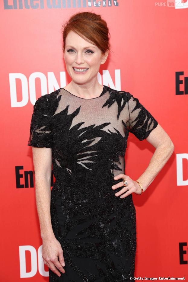 Julianne Moore entra na história como a Presidente Alma Coin, uma personagem contraditória e que incomodará Katniss (Jennifer Lawrence).