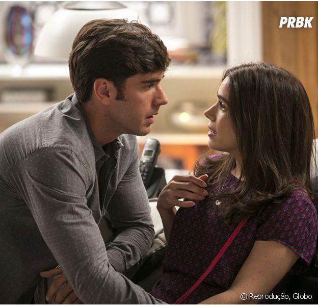 """Em """"Haja Coração"""", Felipe (Marcos Pitombo) se declara para Shirlei (Sabrina Petraglia) e termina com Jéssica (Karen Junqueira)!"""