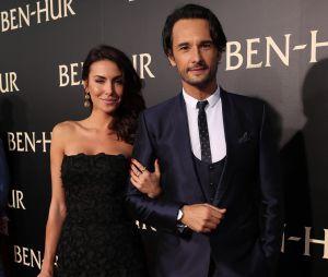 """Première dde """"Ben-Hur"""" em Los Angeles temRodrigo Santoro e Mel Fronckowiak apaixonados no tapete vermelho"""