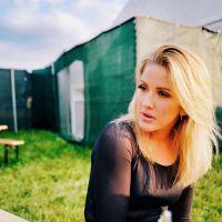 """Ellie Goulding lança oficialmente o single """"Still Falling For You"""", trilha de """"Bridget Jones"""""""