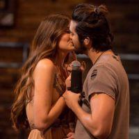 """Luan Santana fala sobre beijo em Camila Queiroz, de """"Êta Mundo Bom"""", e fãs shippam romance na web!"""