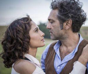 """Em """"Velho Chico"""", Tereza (Camila Pitanga) deixa Santo (Domingos Montagner) de lado por causa de Afrânio (Antonio Fagundes)"""